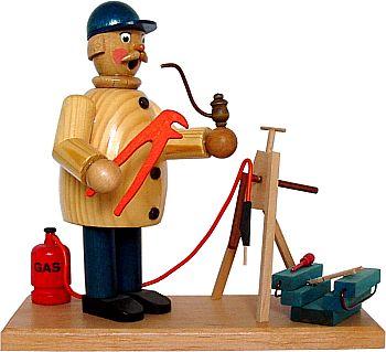 R�ucherm�nnchen Klempner bei der Arbeit