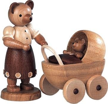 B�renmutter mit Kinderwagen