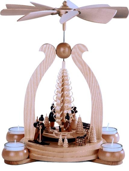 Bogenpyramide Wintermotiv