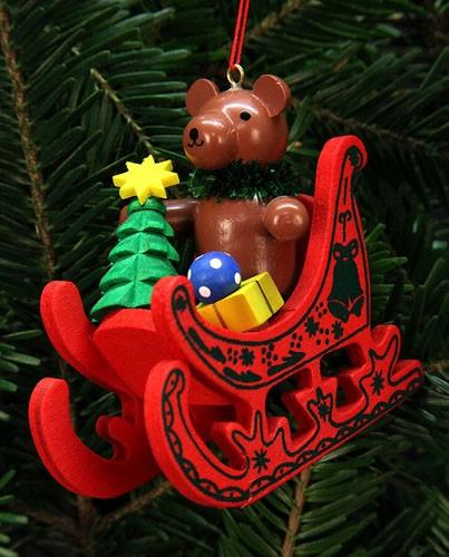 Baumbehang Teddy im Schlitten