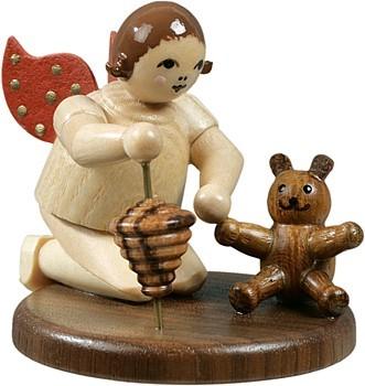 Engel kniend mit Teddy und Kreisel / natur