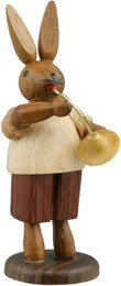 Hasenmusikant mit Waldhorn / natur