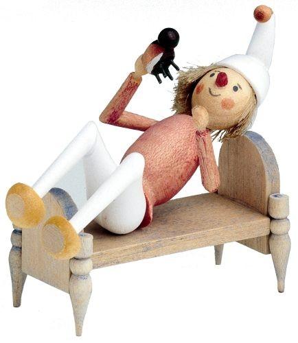 Holzfigur Onkel Fritz mit Bett