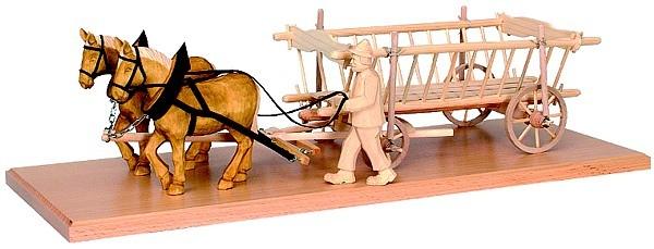Pferdegespann mit Heuwagen