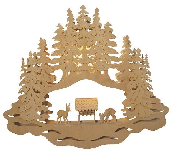 Fensterbild Wald, geschnitzte Rehe und Futterkrippe