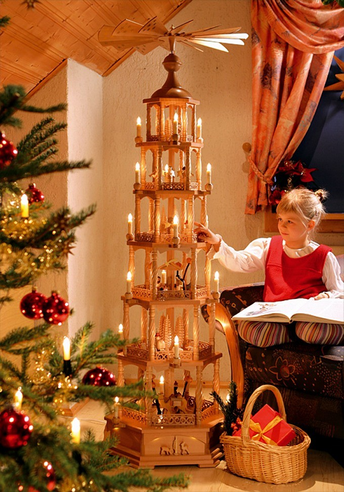 Weihnachtspyramide 6-stöckig Christi Geburt, elektrisch beleuchtet und betrieben