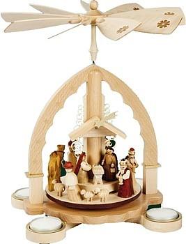 Teelichtpyramide Christi Geburt, helles Gehäuse