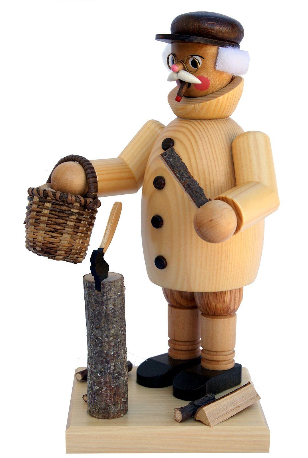 Räuchermann Opa beim Holz hacken