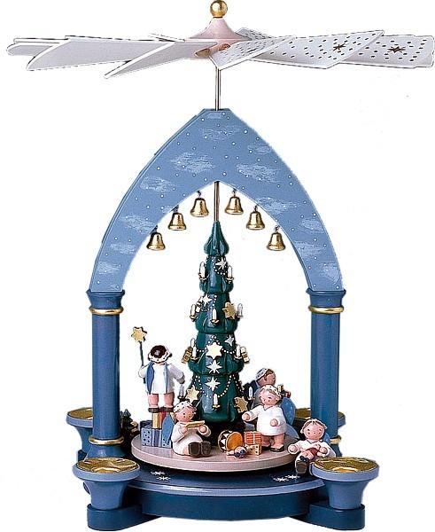 Tischpyramide Engel unterm Weihnachtsbaum