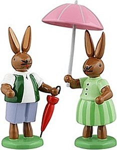 Hasenpaar mit 2 Regenschirme