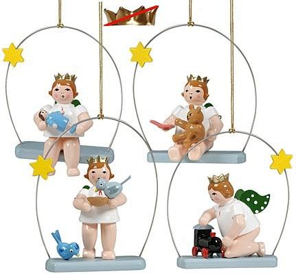 Baumbehang spielende Engel auf Himmelsschaukel, ohne Krone